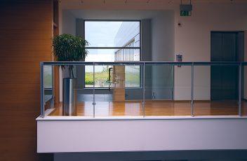 uchyty do szkła w balustradzie